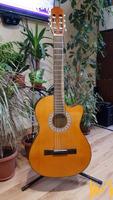 Испанка класическа акустична китара с електроника